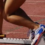 Укладка спортивного покрытия из резины.