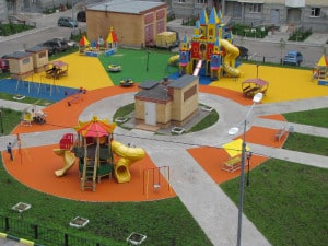 Наливное покрытие для детских площадок из резины.