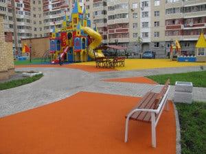 Покрытие для детских площадок из резиновой крошки купить.