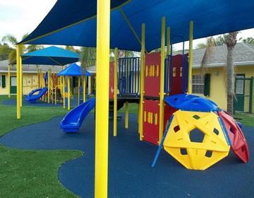 Красивая и безопасная детская площадка в детском саду