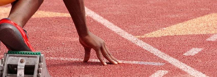 Спортивное резиновое покрытие из крошки.