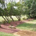 Резиновое покрытие для дорожек в саду.