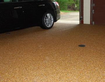 Резиновые напольные покрытия для гаража.