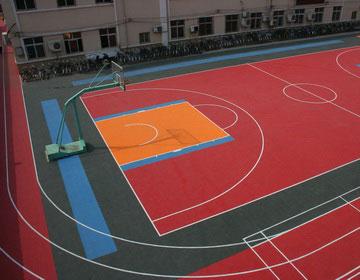 Спортивные площадки во дворах.