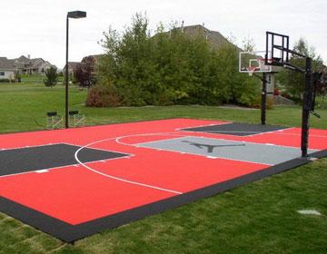 Спортивная площадка в саду.