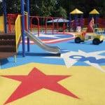 Конструкция покрытия детских площадок из резины.