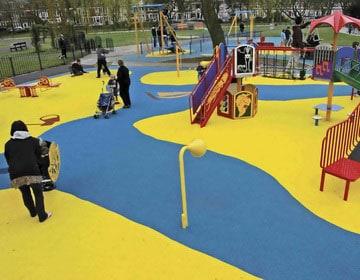 Резиновое покрытие для детской площадки на даче купить.