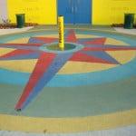 Обустройство детской площадки из резиновой крошки.