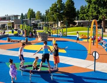 Покрытия для детских площадок на улице.