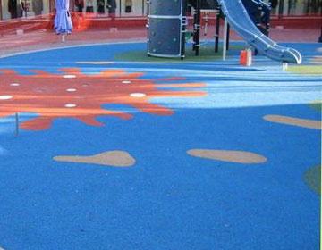 Резиновое покрытие под детскую площадку.
