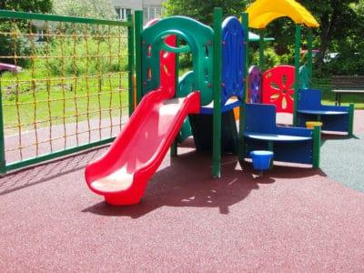 Купить покрытие для детской площадки.