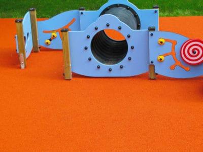 Стоит купить покрытие для детской площадки из резины.