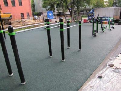 Покрытия для спортивных площадок на улице.