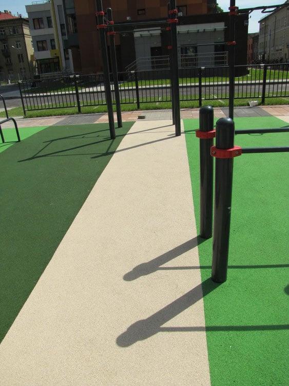 Резиновое покрытие спортивных площадок.