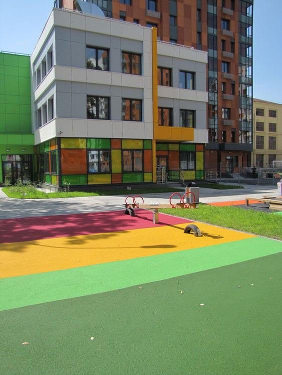 Резиновое покрытие для уличных площадок.