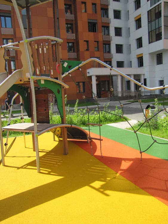 Резиновое покрытие для детских площадок под ключ.