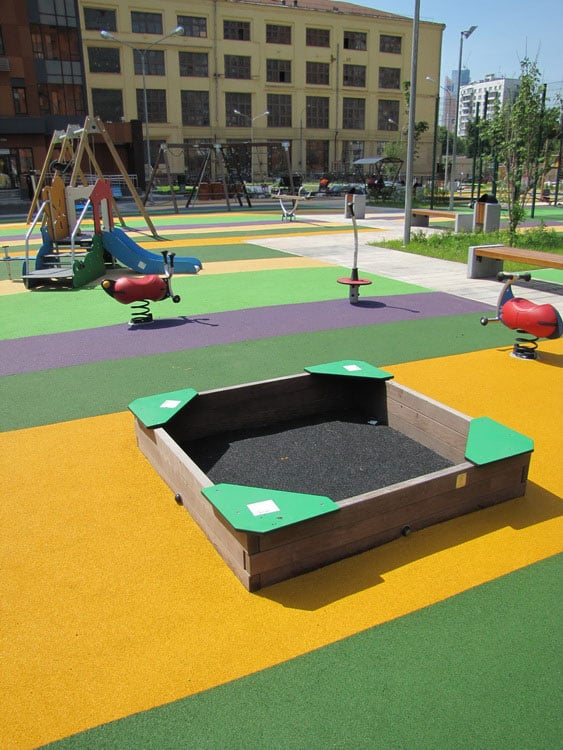Детские площадки из резиновой крошки.