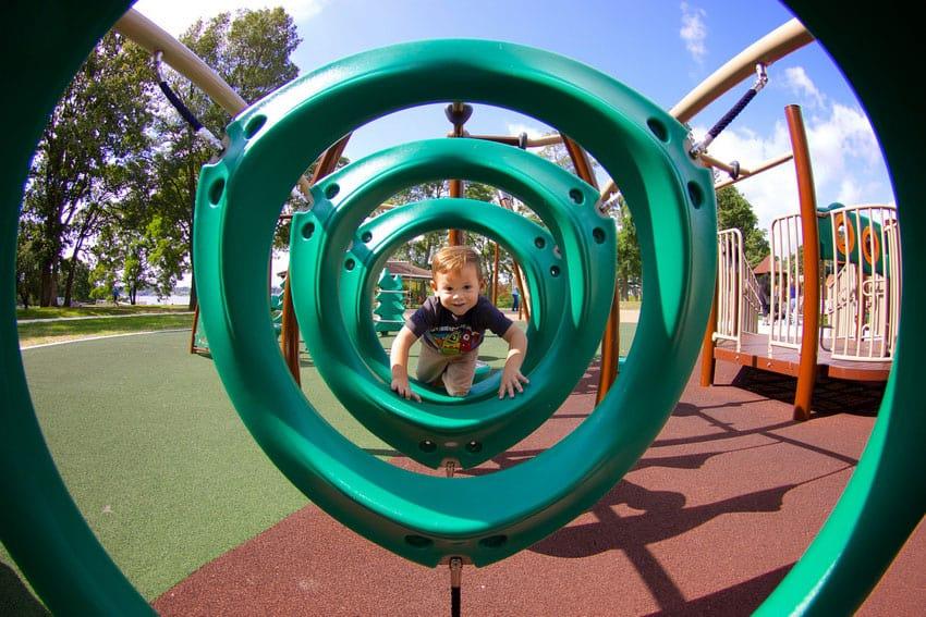 Купить резиновое покрытие детских площадок.
