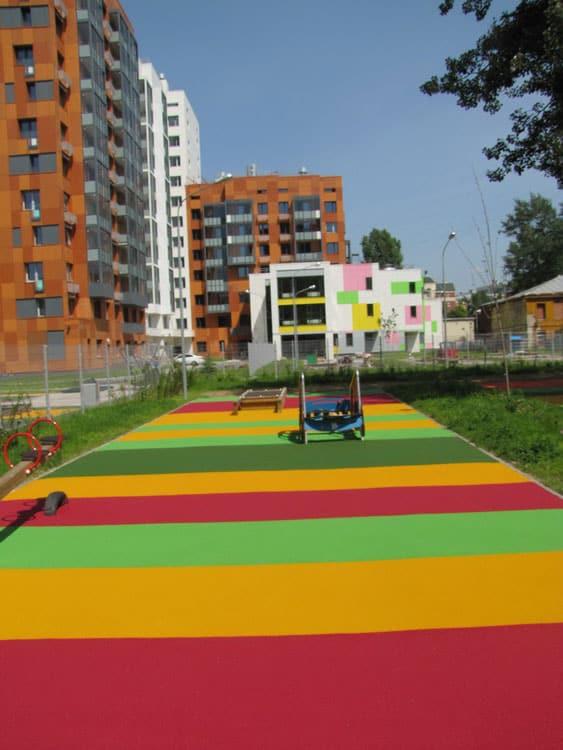 Устройство резинового покрытия спортивных и игровых площадок.