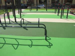 Каучуковое покрытие для спортивных площадок.