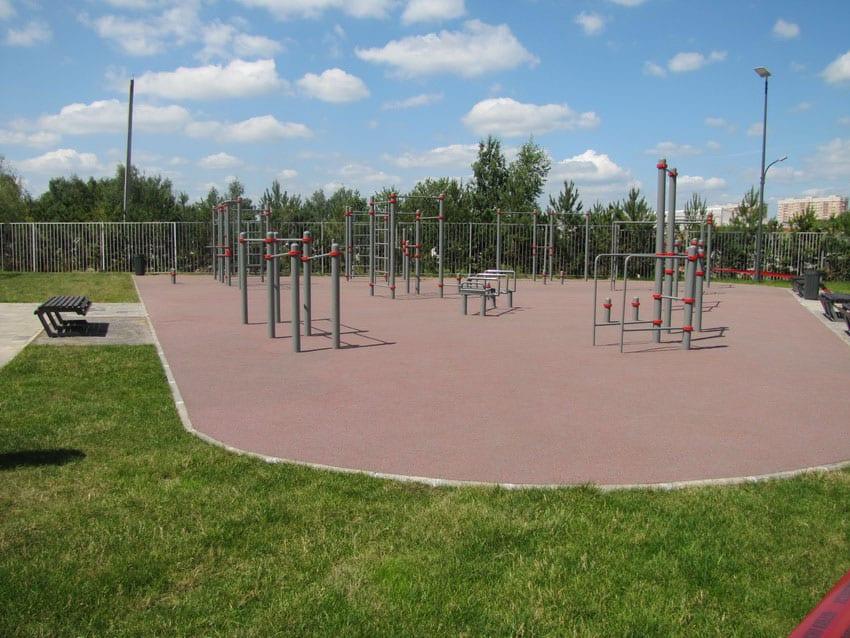 Цена на резиновые покрытия для спортивных площадок.