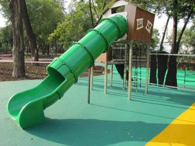 Резиновое покрытие для детских площадок Москва.