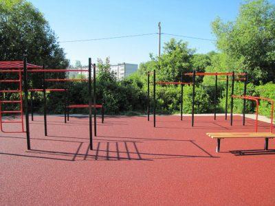 Устройство спортивной площадки с резиновым покрытием.