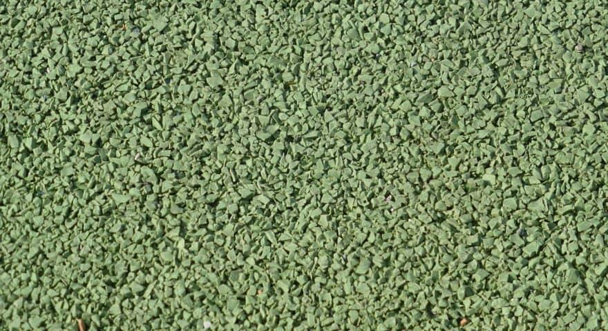 Резиновое покрытие зеленое.