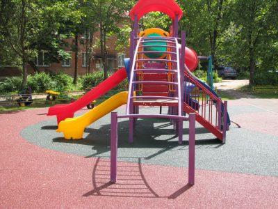 Купить покрытие для детской площадки уличное.