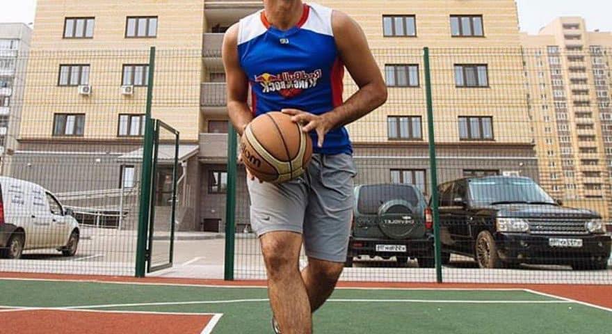 Баскетбольная резиновая площадка.
