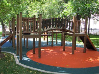 Резиновые покрытие детских игровых площадок.
