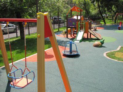 Купить покрытия для детской площадки для улицы.