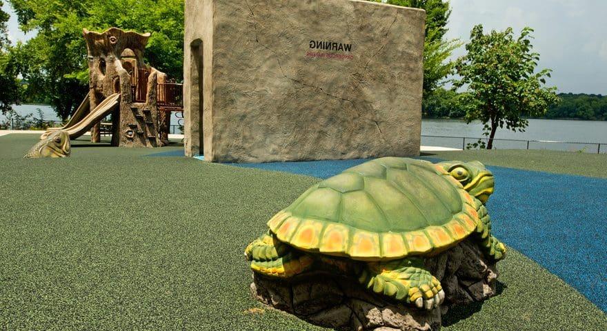 Устройство резинового покрытия на детских площадках.