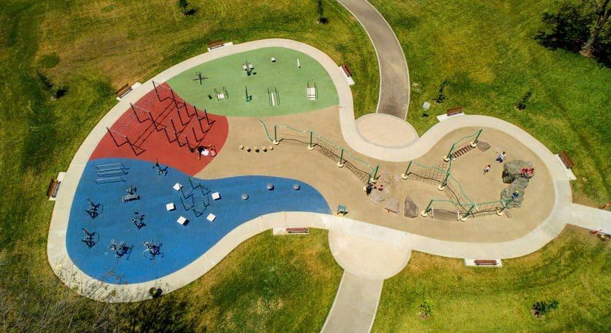 Покрытие для детских спортивных площадок на улице.