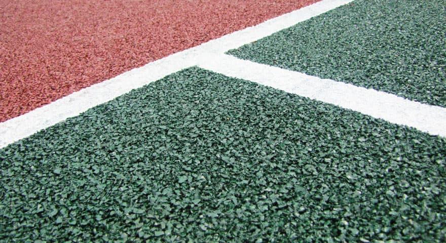 Резиновое покрытие для футбольного поля.