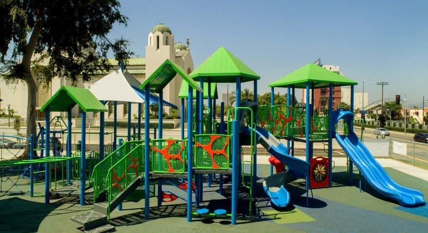 Покрытия для детских площадок из резиновой крошки.