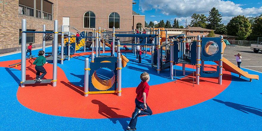Прорезиненное покрытие для детской площадки.