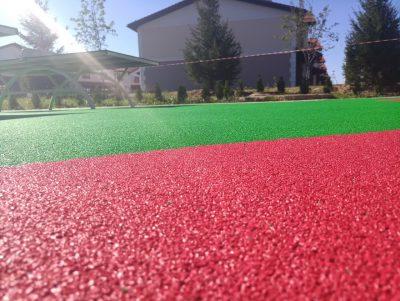Резиновое покрытие искусственная трава.