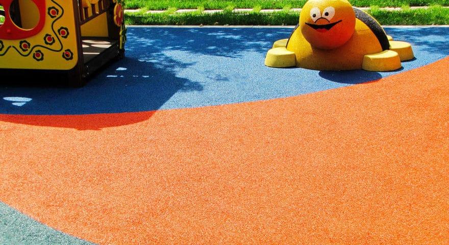 Резиновые покрытия для детских площадок Москва.