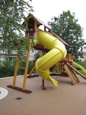 Покрытие детских площадок резиной.