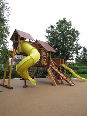 Купить покрытие для детской площадки на улице.