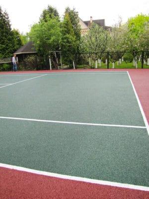 Обустройство резиновых спортивных площадок.
