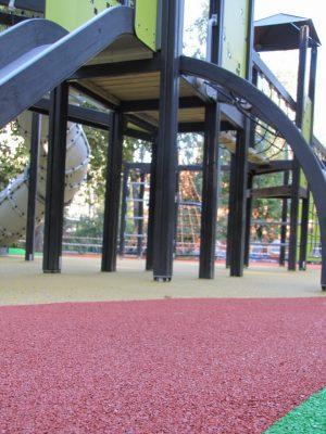 Резиновые спортивные покрытия для детской площадки.