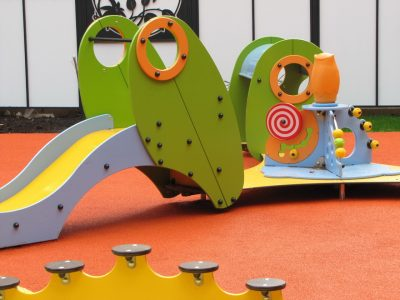 Мягкое покрытие для детских площадок на даче.