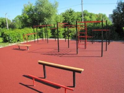 Специфика производства: резиновое покрытие для спортивных площадок.