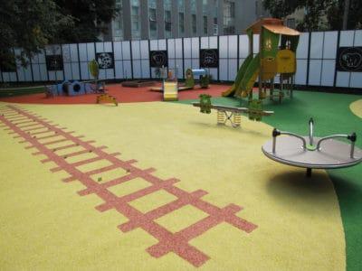 Резиновое покрытие для детских площадок.
