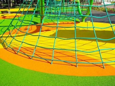 Обустройство резиновых площадок для детских игр.
