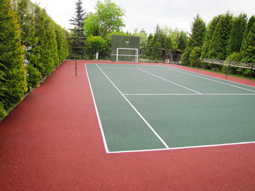 Тартановое покрытие теннисный корт.