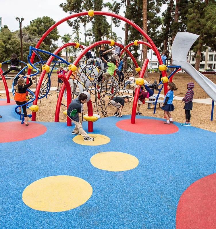 Покрытие детских и спортивных площадок.