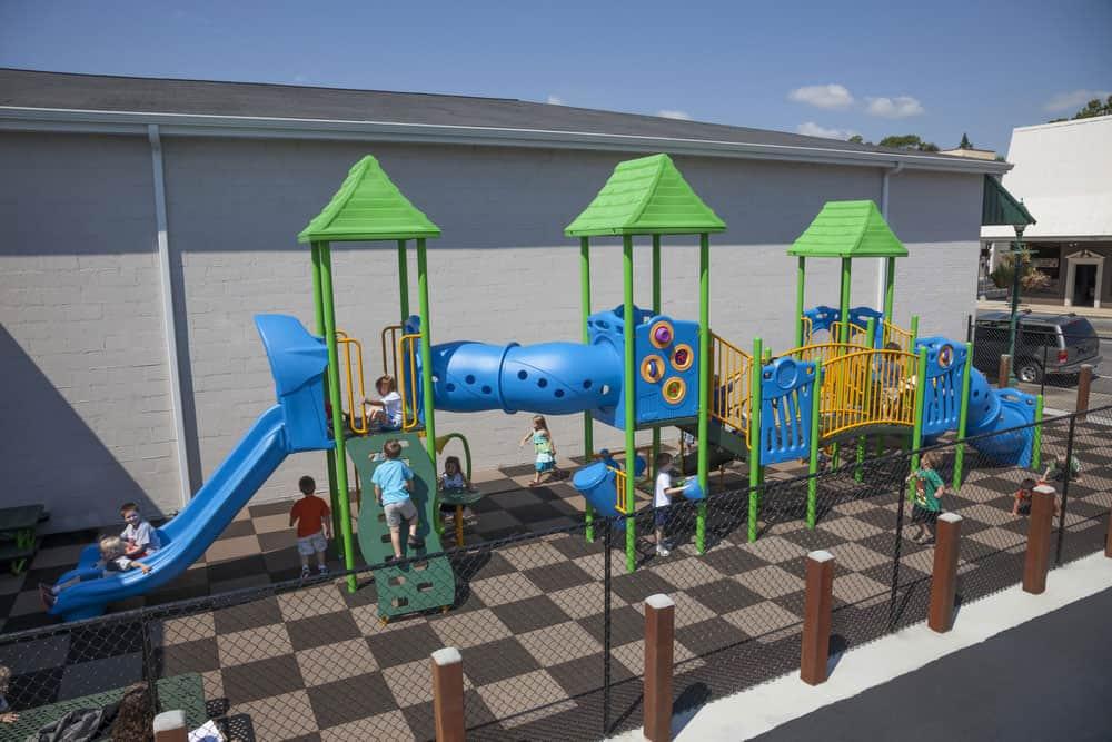 Резиновая плитка для детских площадок.